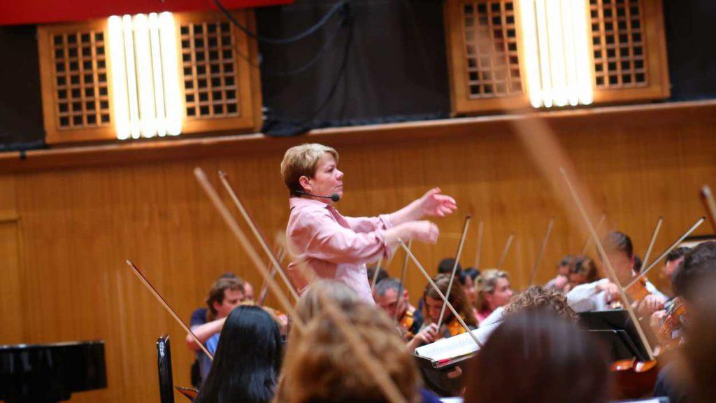 Eine Frau dirigiert künftig das Radio Symphonieorchester